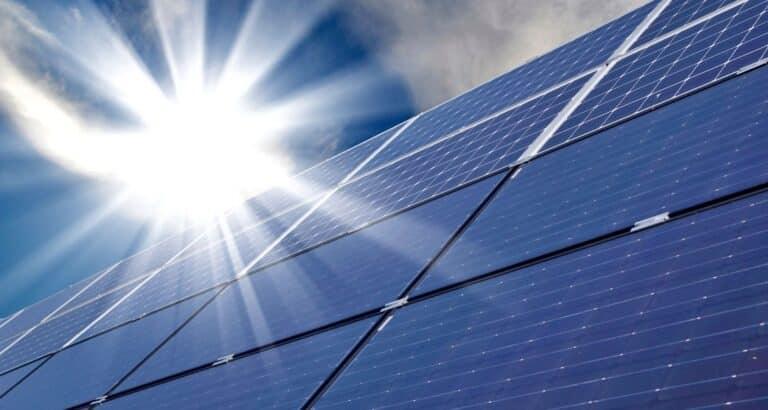 Quel est l'intérêt du couplage pompe à chaleur et panneaux solaires ?