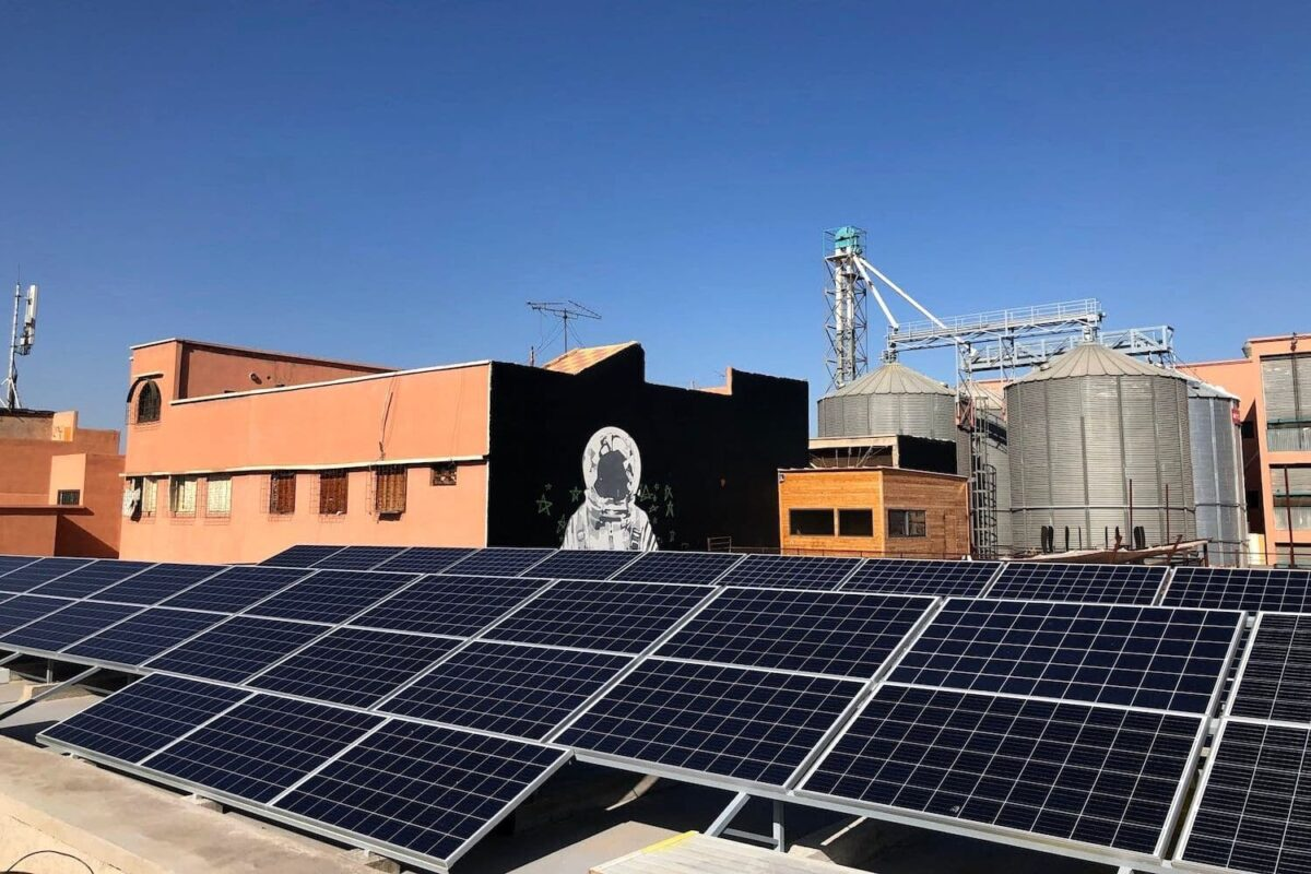 Installation de panneaux photovoltaïques à Emerging Business Factory, Marrakech