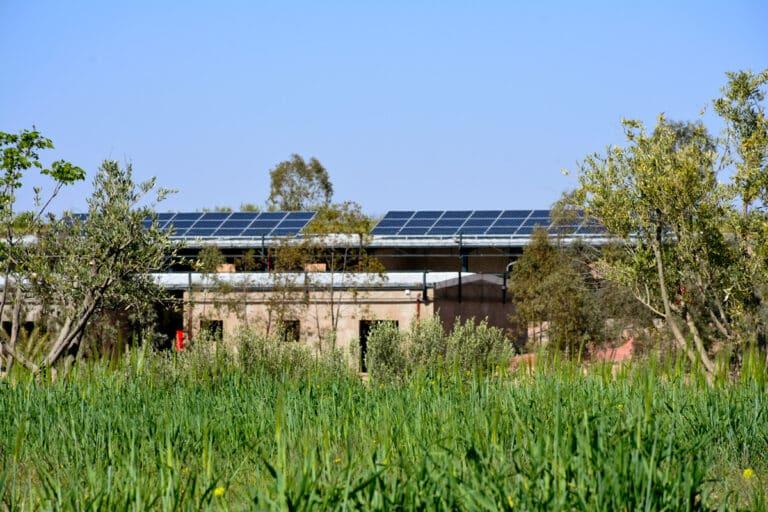 Installation de 402 panneaux solaires aux Jardins d'Epasym